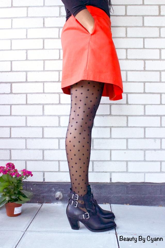Bottines noires à découpes Bronx avec jupe orange Petit Bateau