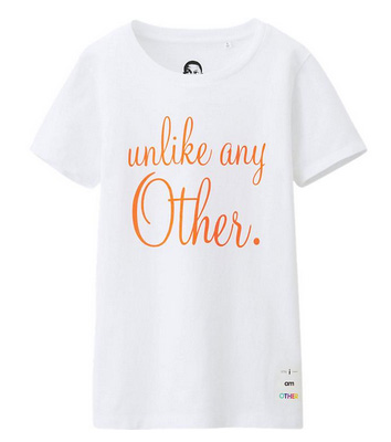T-shirt Unlike Any Other de la collection Uniqlo & i am OTHER | Beauty By Cyann